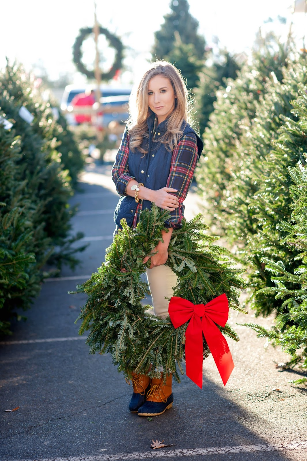 cute-christmas-wreath-blog-picture-with-plaid
