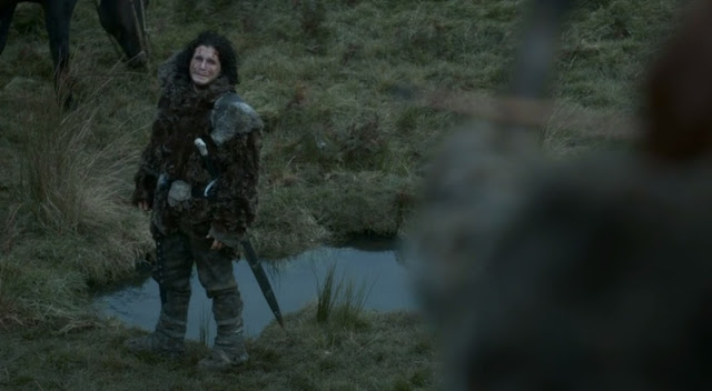 Ygritte apunta con el arco a Jon - Juego de Tronos en los siete reinos