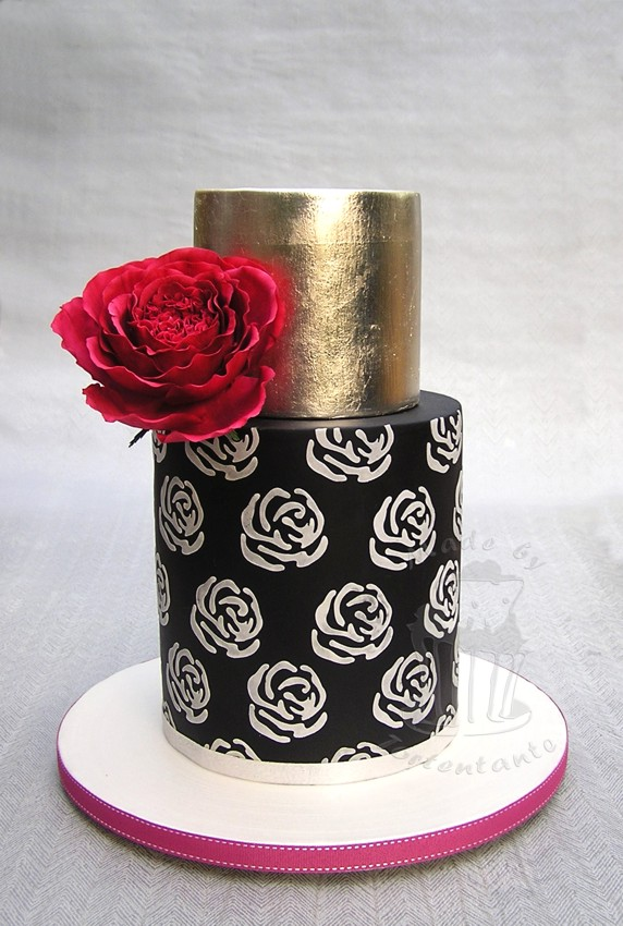 Schwarz silber Torte mit roter Zuckerrose