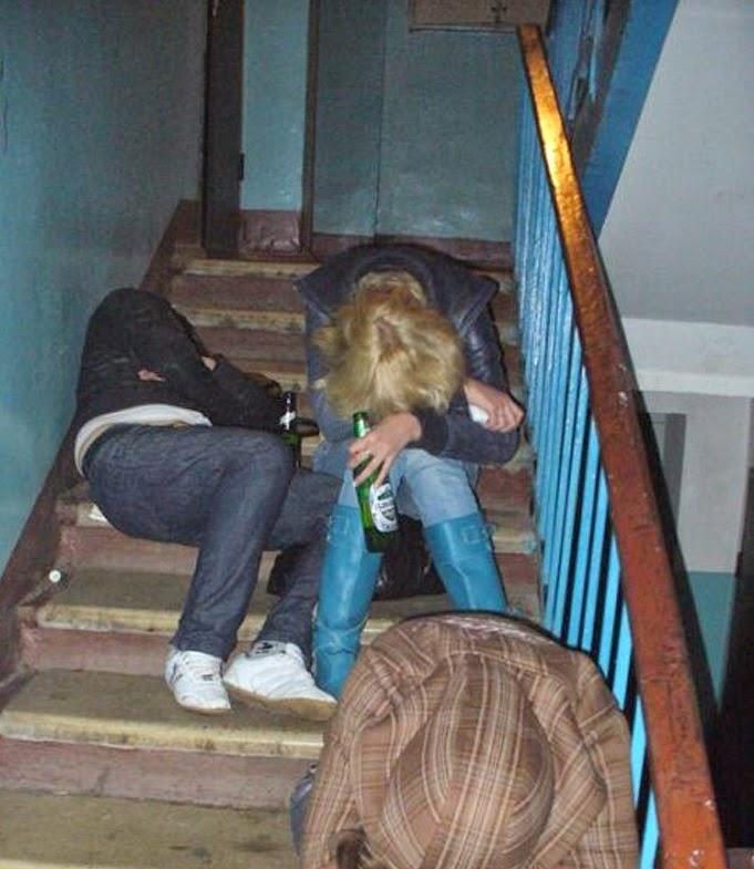 piedzērušies jaunieši