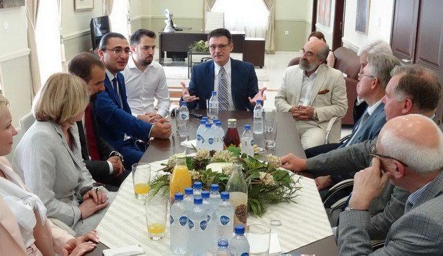 Συνάντηση Πέτροβιτς με την επίσημη αντιπροσωπεία της Αγίας Πετρούπολης