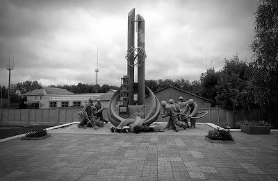pomnik poświęcony strażakom. Czarnobyl.
