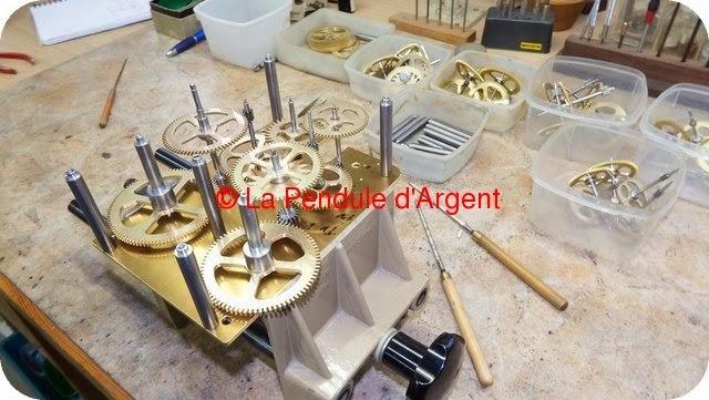 Production d'un mécanisme d'horloge, les platines et le rouage Platine13