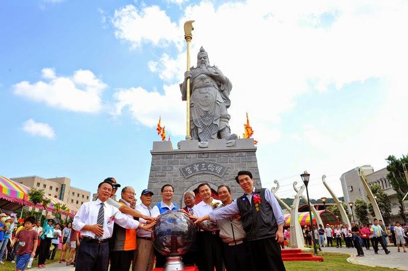 แขกผู้มีเกียรติ ในพิธีเปิดอนุสาวรีย์เทพเจ้ากวนอู