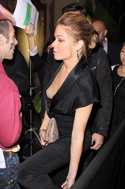 Wardrobe Malfunction: LeAnn Rimes suffers embarrassing nip-slip