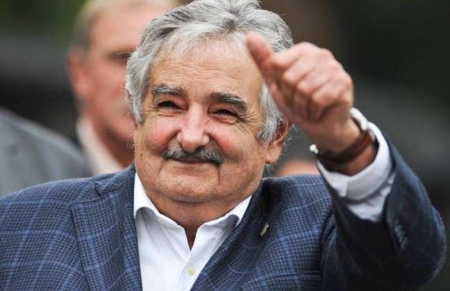 http://1.bp.blogspot.com/-l7JEwJDeWFs/UNcdceooAYI/AAAAAAAAAGw/F9-Tmtch86Y/s1600/mujica.jpg