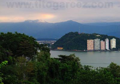 Paisagem de São Vicente vista a partir do mirante Niemeyer, em São Vicente