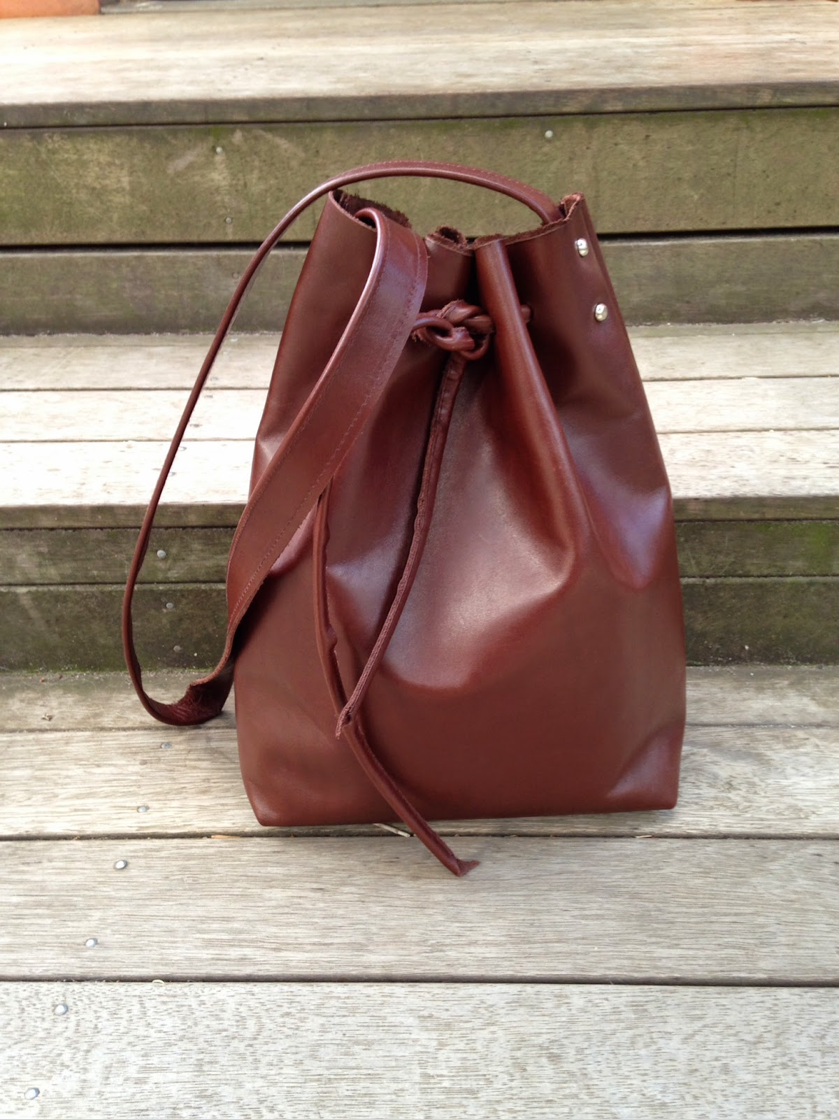 http://mel-allwrappedup.blogspot.com.au/2015/01/diy-leather-bucket-bag.html