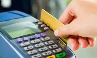 Τι σημαίνουν οι υποχρεωτικές πληρωμές με χρεωστικές πιστωτικές κάρτες