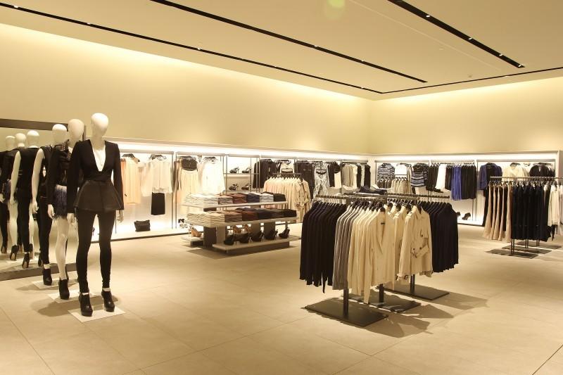 fashion and zara store Internationalisation of spanish fashion brand zara introduction  company estimates that customers visit a zara store 17 times a year on an average, as.
