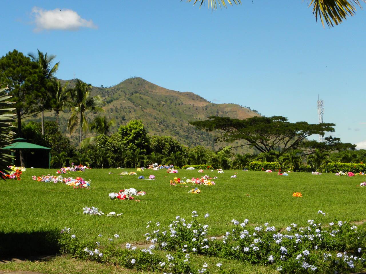 Parque jard n los olivos marzo 2012 for Cementerio parque jardin del sol pilar