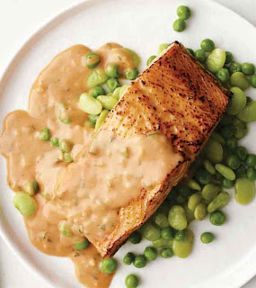 Broiled Salmon with Tomato Cream Sauce