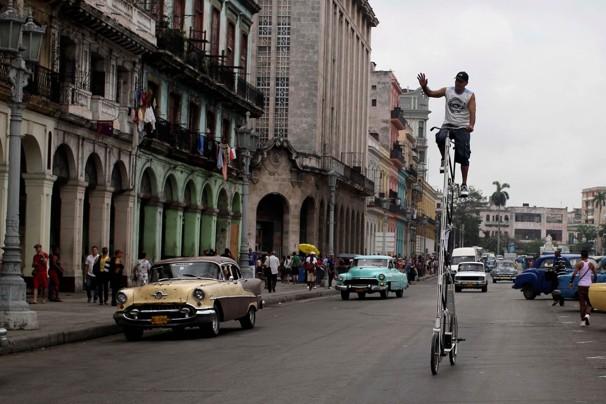Felix Guirola, Felix Guirola's super-tall bike, super-tall bike, Cuban Giant Bicycle, super tall bike in Havana, world tallest Bicycle, Cuban super-tall bike, Cuban super-tall Bicycle, 2012 tallest Bicycle in the world, super-tall Bicycle picture, super-tall Bicycle photo, super-tall Bicycle images, super-tall Bicycle cycling video, giant bicycles prices, giant bicycles 2012
