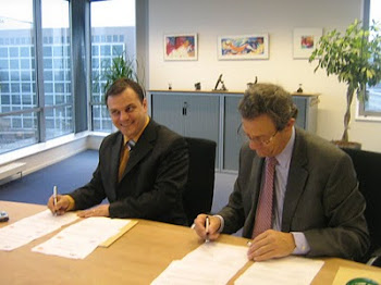 Semnând parteneriatul cu CWI