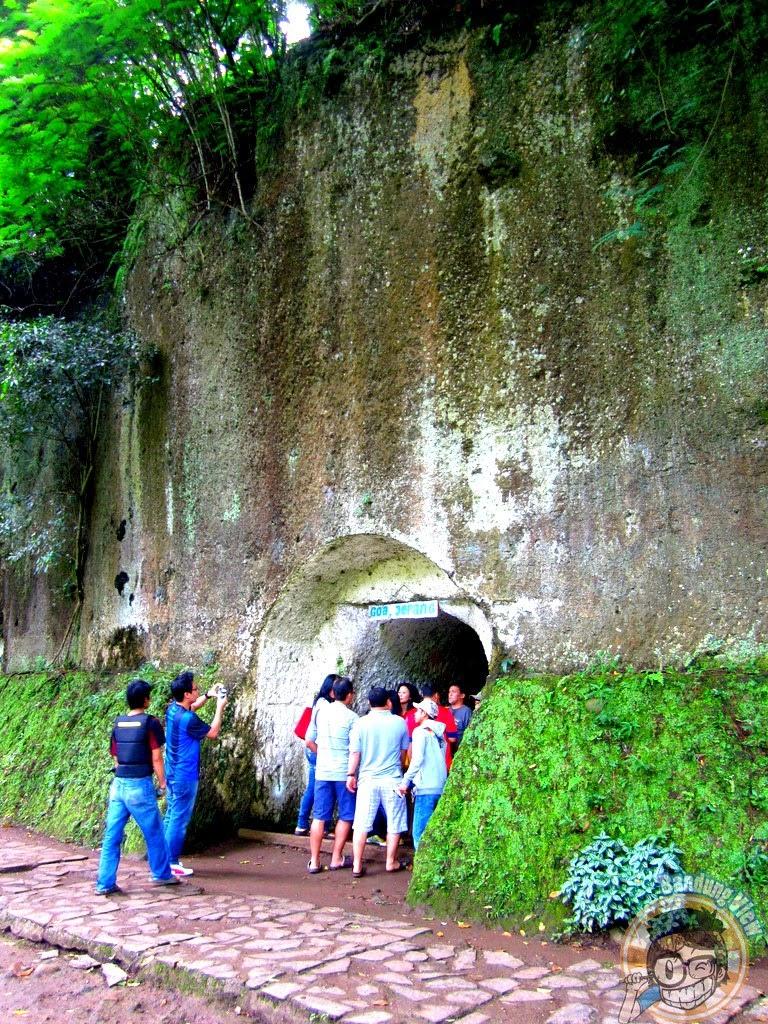 Pemandu wisata Goa Jepang taman hutan raya djuanda