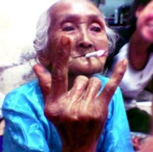 Gambar lucu nenek nenek super gaul