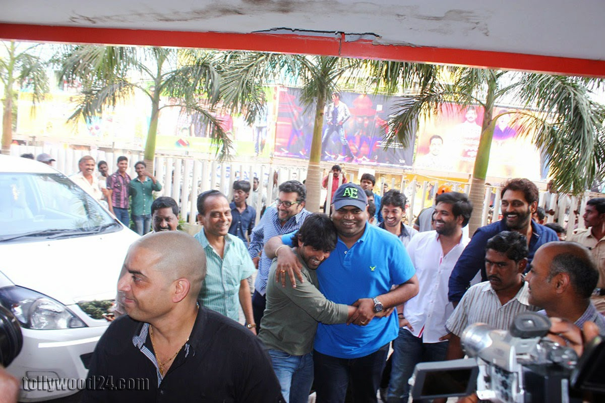 Yevadu Success tour in Nellore Guntur and Ongole-HQ-Photo-16
