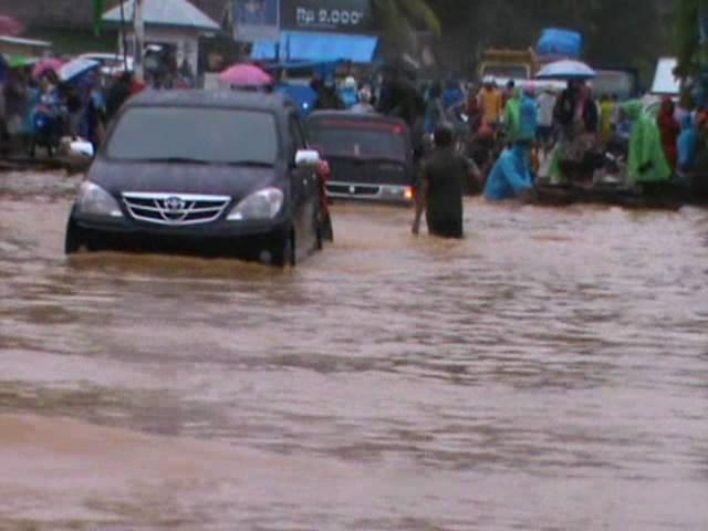 Banjir Putus Jalur Sulawesi
