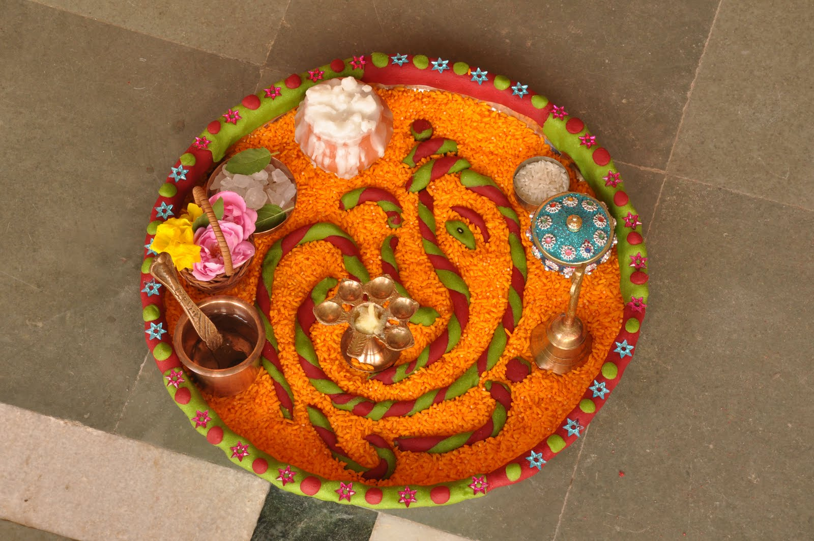Mammy bachcha aarati thali competition for Aarti thali decoration with grains