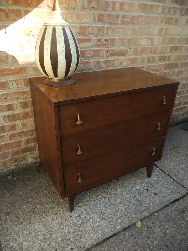 Mid Century Modern Three Drawer Chest Of Drawers Dresser Amazing