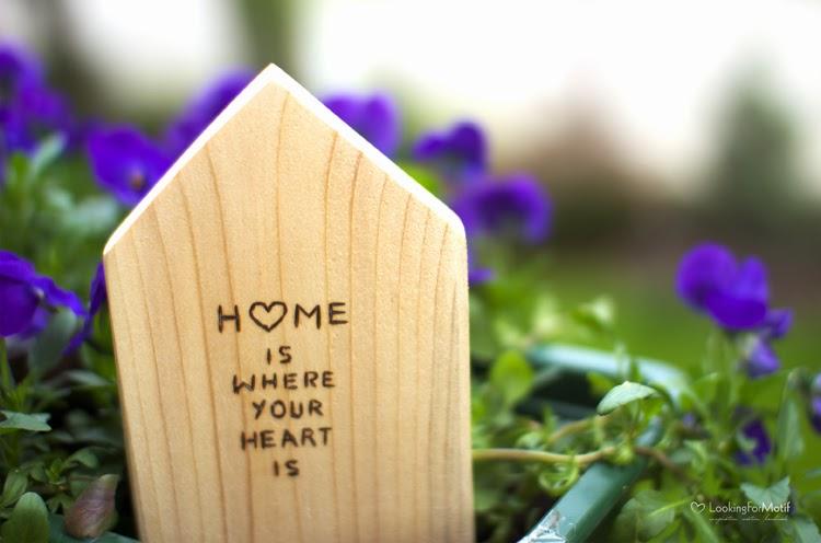 drewniany domek z sentencją, wood, made by LFM, handmade, prezent