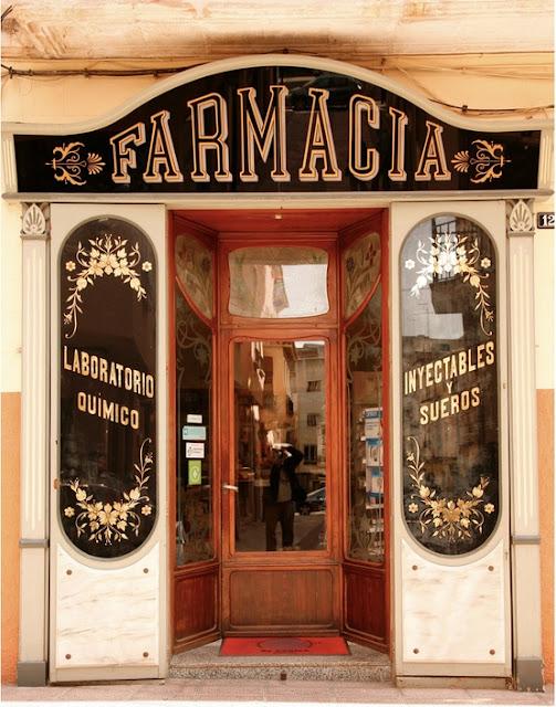 farmacia storefront