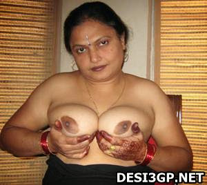 indian aunty big boobs at hotel