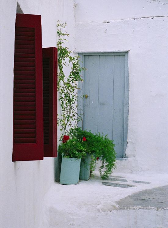 The neighborhood of Anafiotika in Athens. Photo by Ilias Zotosi