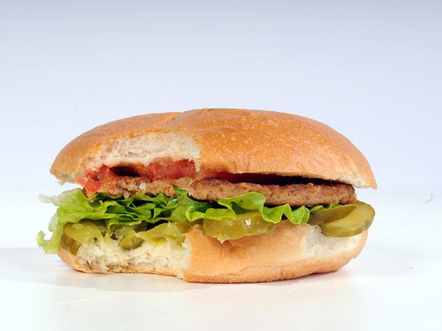 Comer fast food após o treino pode ser tão benéfico quanto tomar suplementos diz estudo. Foto: Reprodução