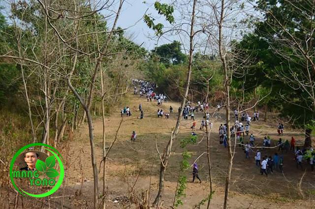 Tempak Para peserta Jalan Santai Lintas Alam dan Pungut Sampah Plastik