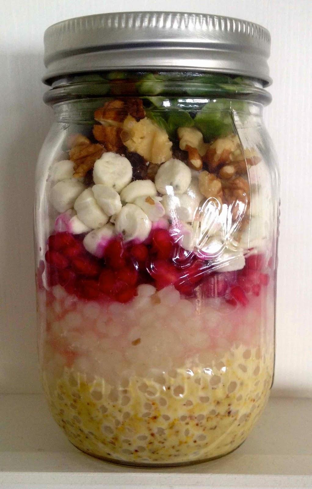 Mason Jar pastasalade met geitenkaas en granaatappelpitjes