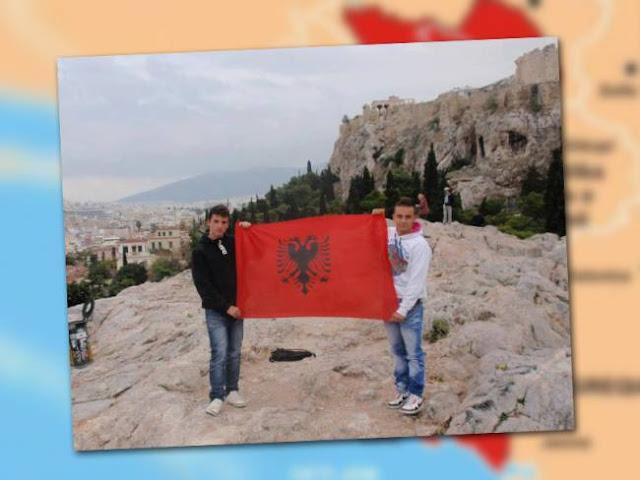 Αλβανική σημαία στην Ακρόπολη