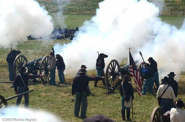 gettysburg 2013, reenactors fire Civil War cannon