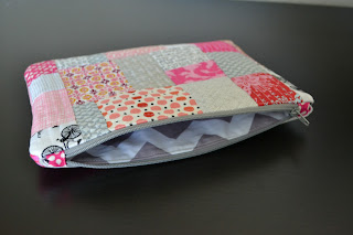 http://www.lorihartmandesigns.com/2013/04/quilt-as-you-go-pouch-tutorial.html