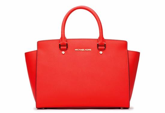 Entre los productos incluye relojes, bolsos, accesorios, calzado, fragancias, entre otros.
