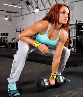 En el gymnasio, modelando en el gym, becky entrena antes de luchar, wrestling luchadora profesional becky