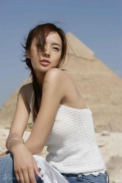 model Zhou Wei Tong