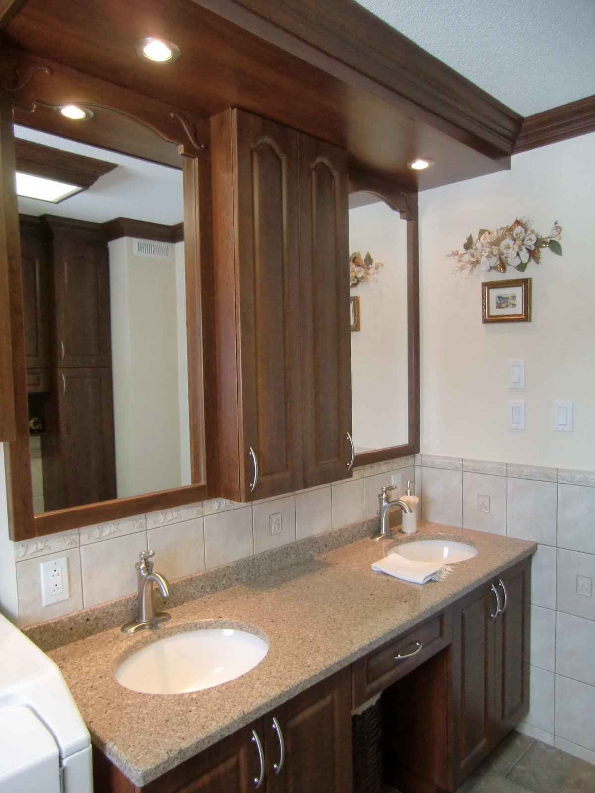 specialit smm armoire de salle de bain en thermoplastique comptoir en granit. Black Bedroom Furniture Sets. Home Design Ideas