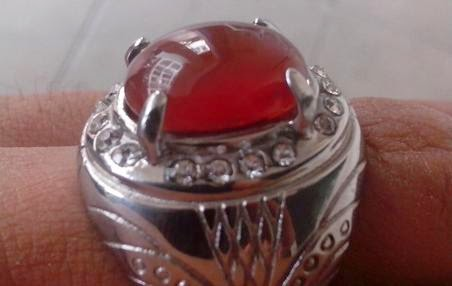 Ciri-Ciri Batu Red Baron