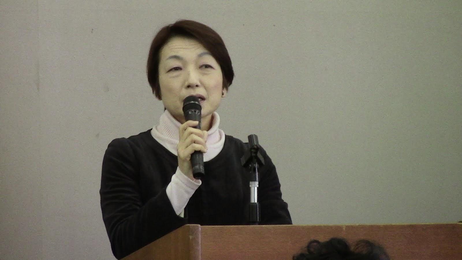 飯田美弥子(八王子革新懇)    落語で憲法を!DVDの活用を。5月にはブックレットも。