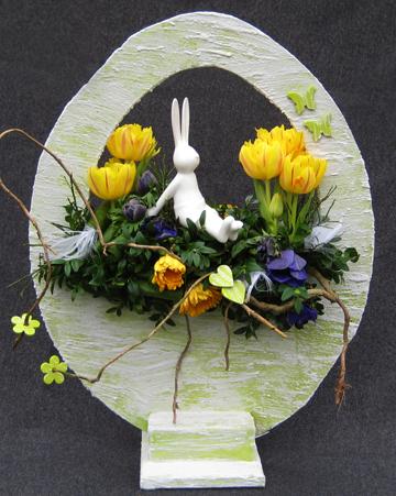 bloemstuk decoratie pasen voojaar staand ei