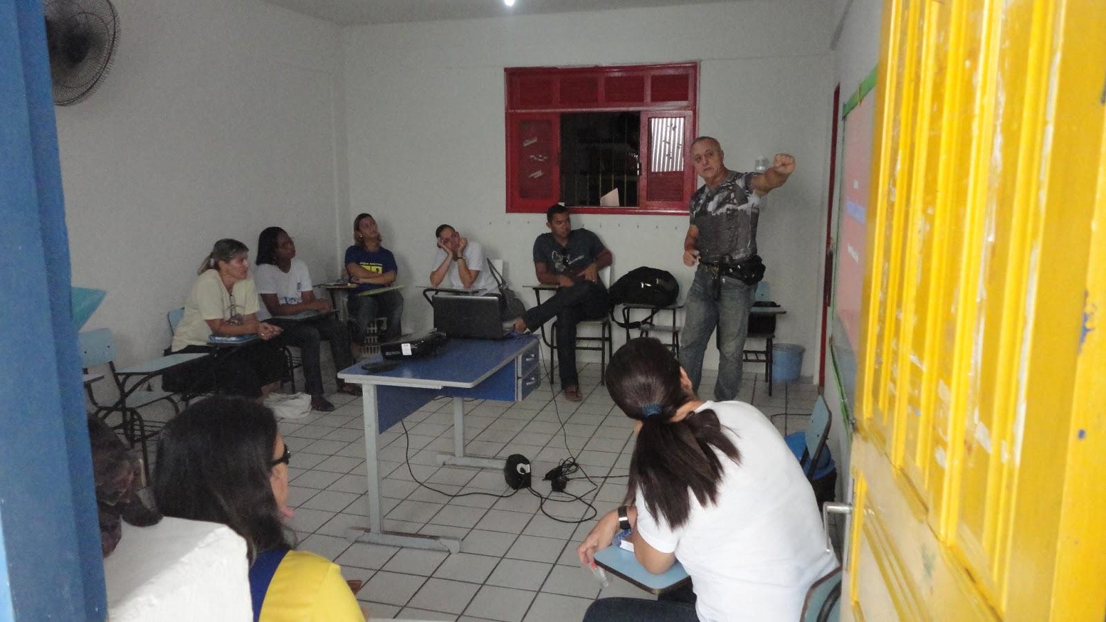 Foto Curso de Primeiros Socorros, ministrado pelo professor Hélio Simões, na semana pedagógica da Escola Nossa Senhora do Carmo, em janeiro de 2013