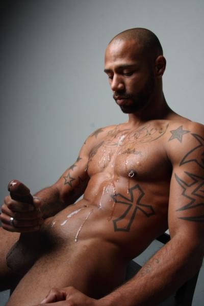 Negro en hombre desnudo