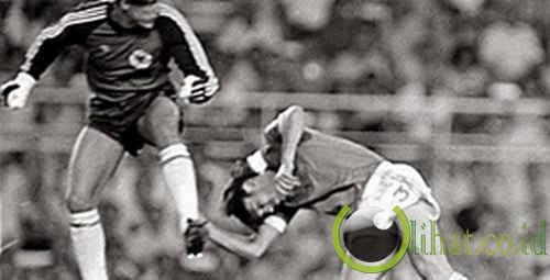 Battiston nyaris 'mati' oleh Schumacher, Prancis vs Jerman Barat (1982)