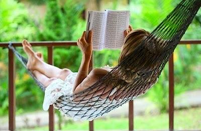 dia del libro +mujer leyendo