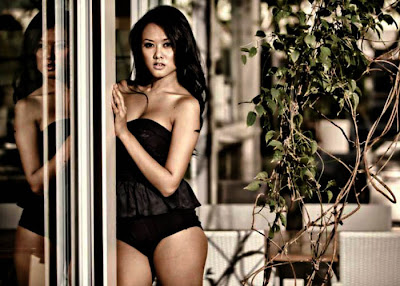 Devi Liu in Sexy Swimsuit