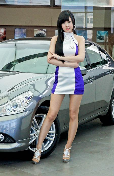 Cutegirls Queen Korean Car Advertising Beside The