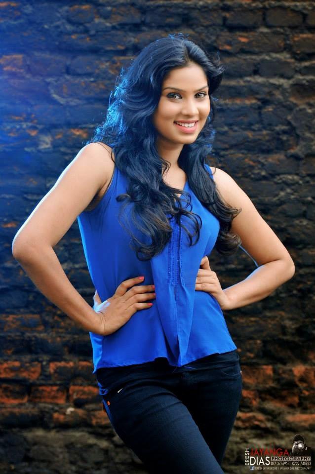 Rithu Akarsha hot jeans