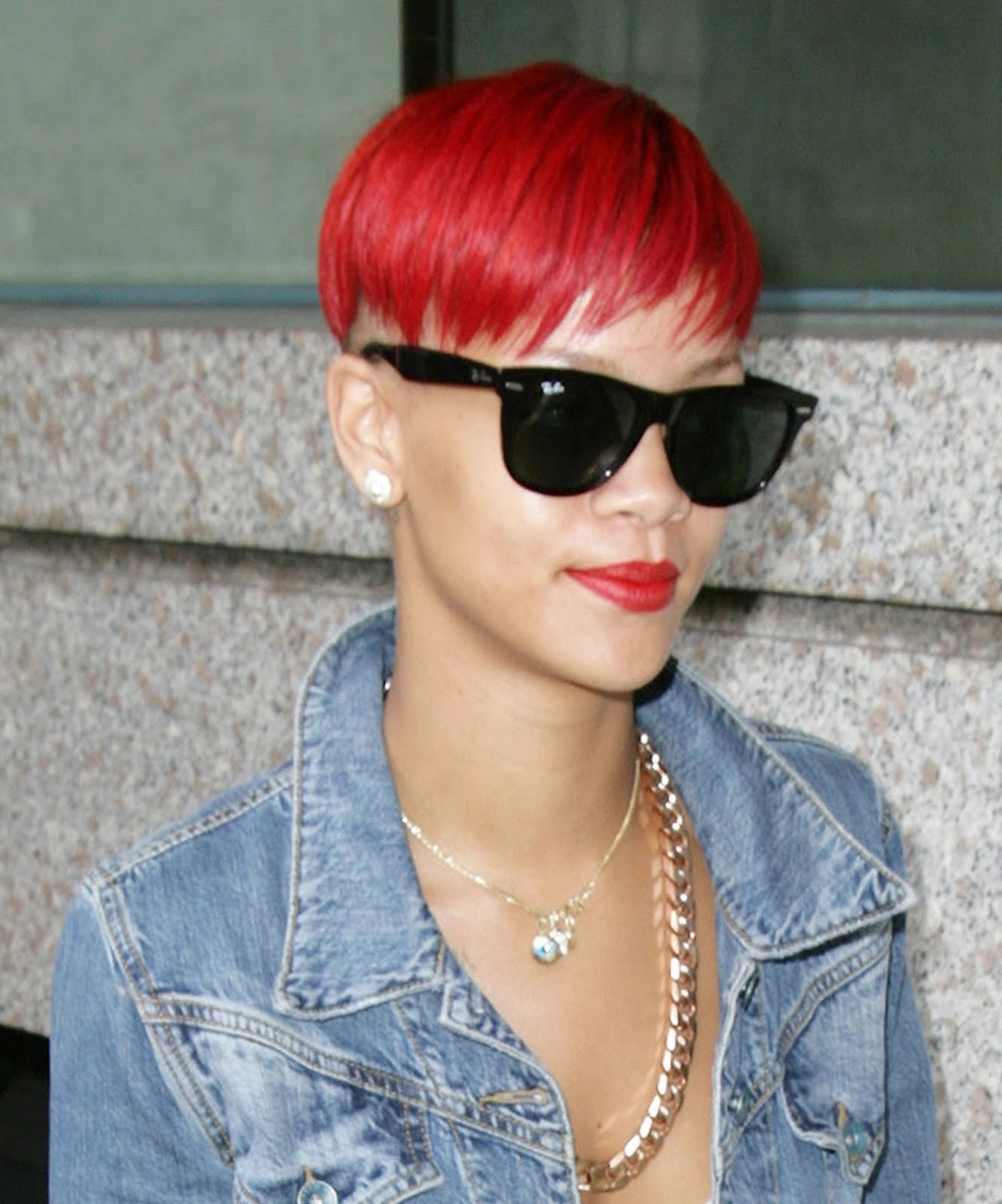 http://1.bp.blogspot.com/-lDSfcp-4zZ8/UEB94FRbd9I/AAAAAAAAE5Y/mUCruTMfQtY/s1600/rihanna-red-hair-4.jpg