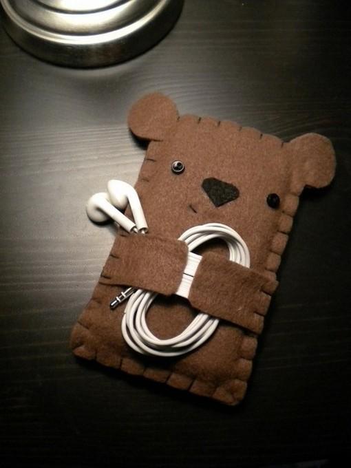 Ear phone holder
